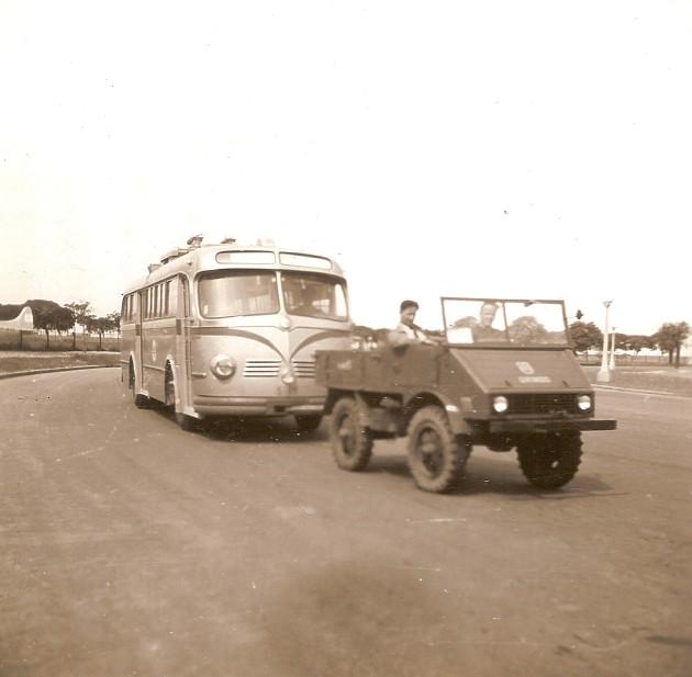 Argentinien-Unimog-zieht Bus-Roland-Feix