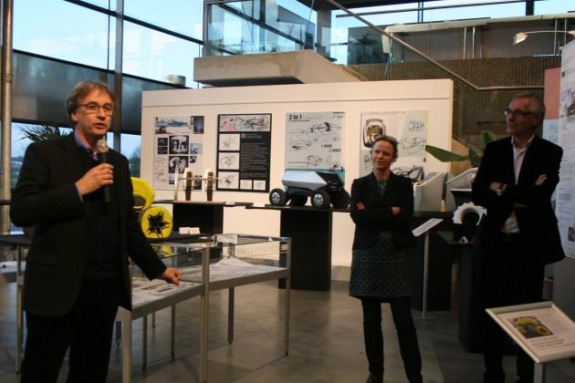 BT Professor James Kelly (links) bei der Ausstellungseröffnung