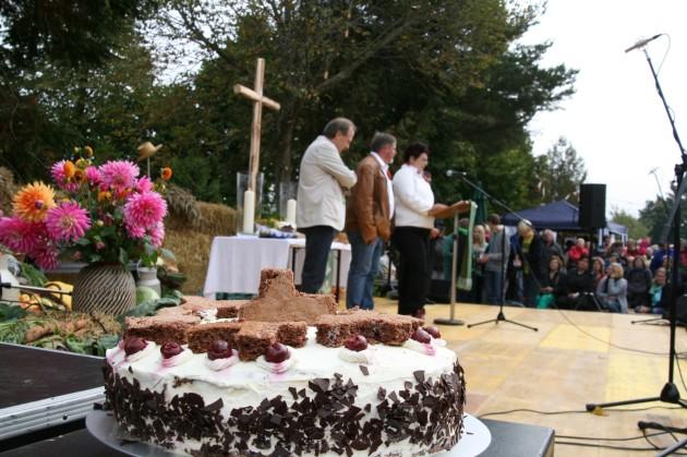 Kerstin Wolfer gratulierte im Namen der Regionalgruppe des Unimog-Club Gaggenau
