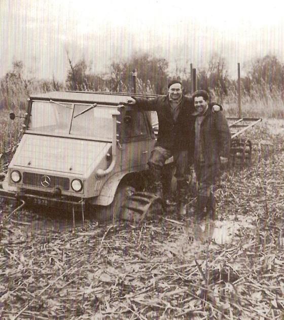 Willi Seitz (links) bei der Schilfernte in Rumänien Ende der 1950er Jahre