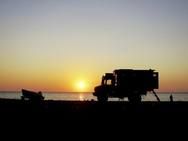 Sonnenuntergang am Strand der türkischen Schwarzmeerküste.