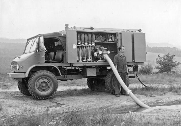 Unimog-S Prototyp des Tanklöschfahrzeuges TLF 8 für den Luftschutzhilfsdienst