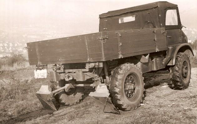 UCOM Unimog-S Abstuetz 2 - Daimler