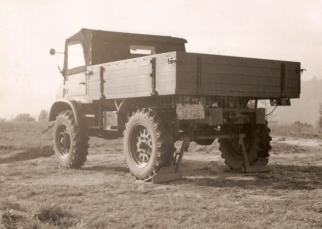 UCOM Unimog-S Abstuetz - Daimler