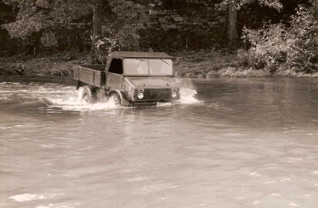 UCOM Unimog-S Watfaehigkeit 1 - Daimler