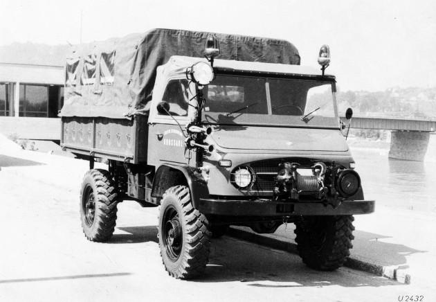 Unimog S, Baureihe 404.1 mit Vorbauseilwinde Mehrzweckfahrzeug der Freiwilligen Feuerwehr Grossarl in Österreich