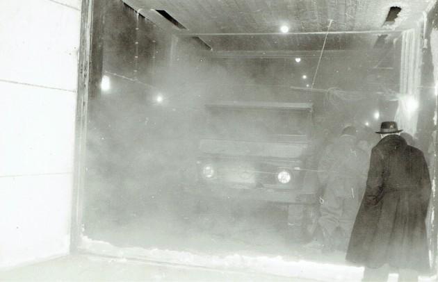 Extremer Kältetest, um die Anforderungen des Lastenheftes zu erfüllen: Unimog-S unmittelbar nach dem Öffnen der auf Minus 40 Grad Celsius abgekühlten Kältekammer