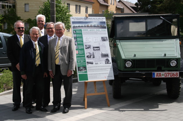 Eine Delegation des Unimog-Club Gaggenau gratulierte Egon Spiller