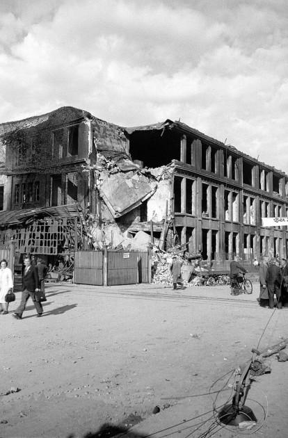 Ein trotstloses Bild des Werkes Untertürkheim der Daimler AG im Jahr 1945 - Archiv Daimler AG