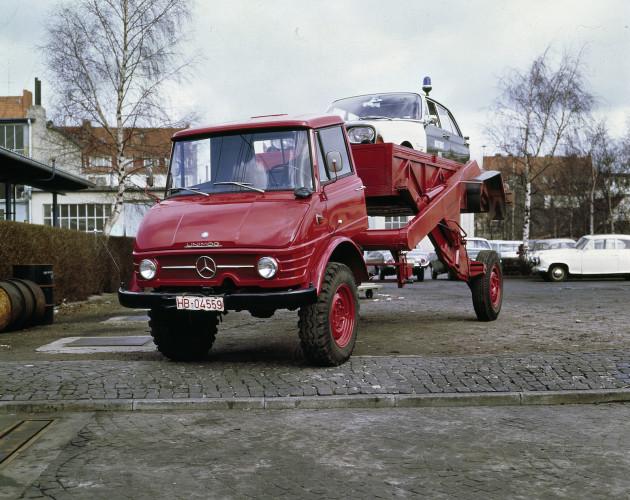 Unimog Baureihe 416 Triebkopf mit Ruthmann Hubwagenaufbau, bei maximaler Erhöhung