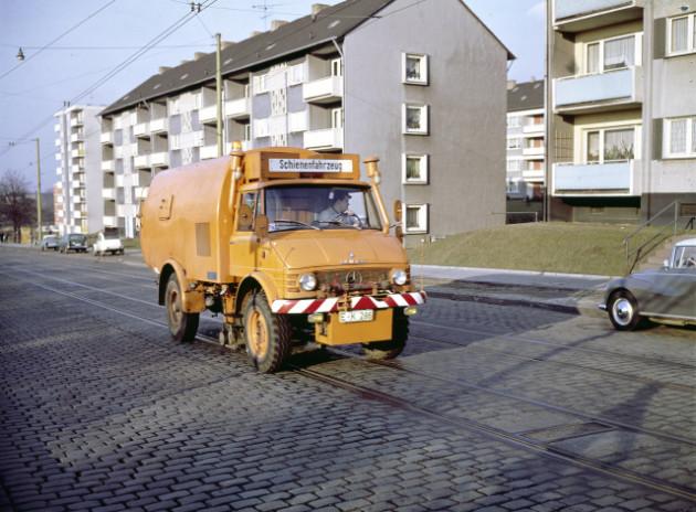Unimog Baureihe 416, Triebkopfversion Rillenreinigungsfahrzeug mit Schörling Aufbau für Straßenbahngleisnetze