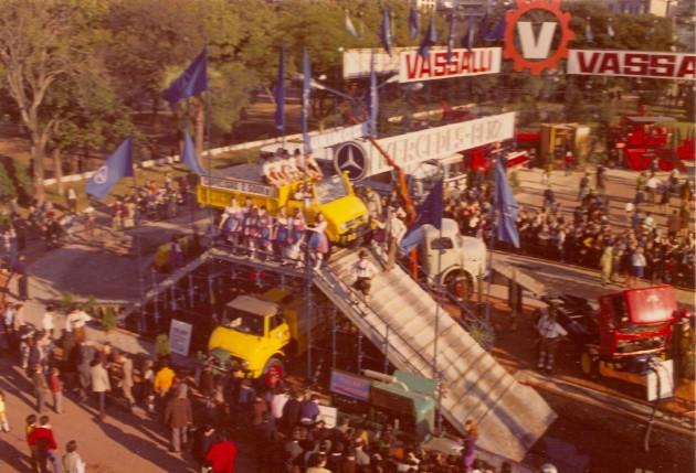 Der Unimog-Parcours auf der Messe RURAL in Buenos Aires 1970 - El UNIMOG 426 en el circuito de pruebas en la RURAL 1970