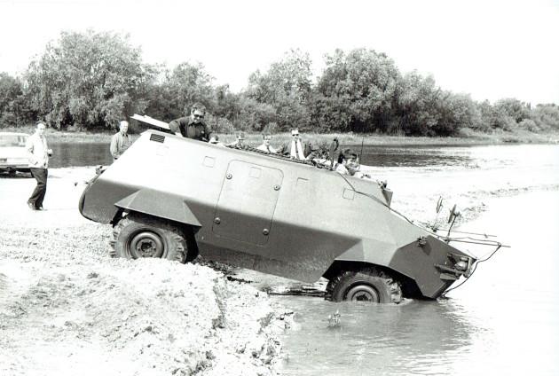 UCOM schwimmender U 416 1