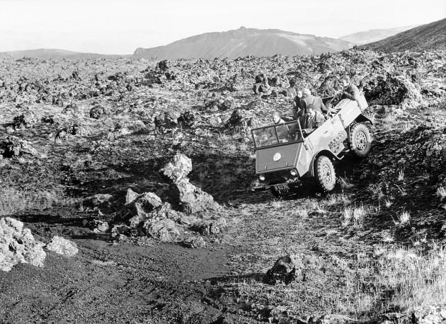 Bereits 1956 entstand dieses Bild mit Unimog-Pionier Manfred Florus am Steuer bei Filmaufnahmen in island.