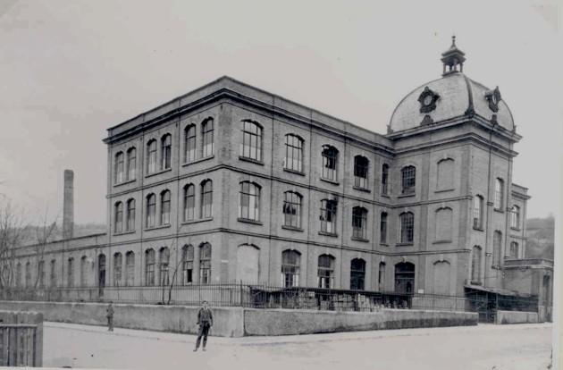 Bei Erhard & Söhne in Schwäbisch Gmünd wurde zur Jahreswende 1945 auf 1946 mit der Entwicklung des späteren Unimog begonnen.
