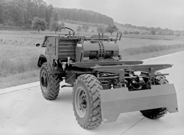 Unimog U30, Baureihe 411 Forstschlepper mit Glogger-Ausrüstung