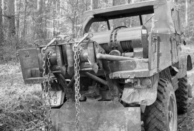 Unimog Baureihe 411 Detailbild Doppelwindenaggregat für den Rückeeinsatz im Forst
