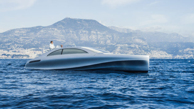 "Weltpremiere an der Côte d'Azur: Vor Nizza startete die von Mercedes-Benz Style gestaltete Luxus-Motoryacht ""Arrow460–Granturismo"" von Silver Arrows Marine auf ihre Jungfernfahrt. ; World premiere on the Côte d'Azur: The luxury motor yacht ""Arrow460–Granturismo"" designed by Mercedes-Benz Style and constructed by Silver Arrows Marine has embarked on its maiden voyage off the coast of Nice.;"
