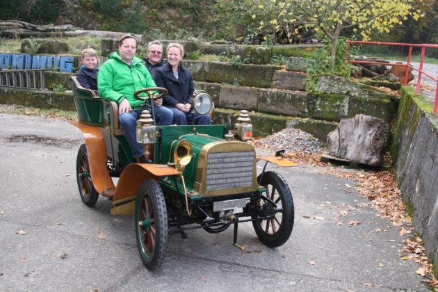 Sitzprobe auf dem Bergmann-Wagen von 1902