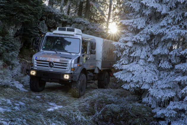 Mercedes-Benz Special Trucks übergibt einen Unimog U 4000 Doppelkabine an die Bergwacht Schwarzwald. // Mercedes-Benz Special Trucks hands over a Unimog U 4000 with double cab to the Black Forest mountain rescue service.